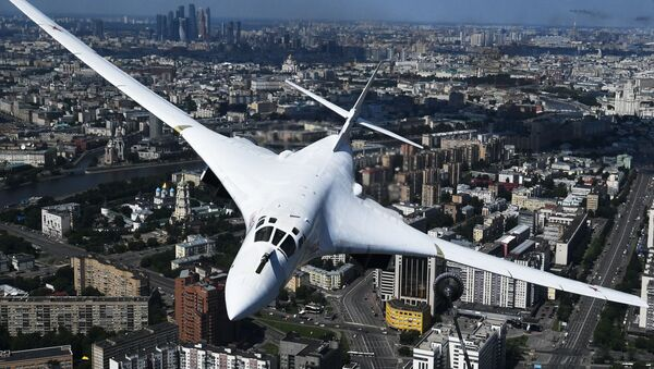 Strategický bombardér Tu-160 nad Moskvou - Sputnik Česká republika