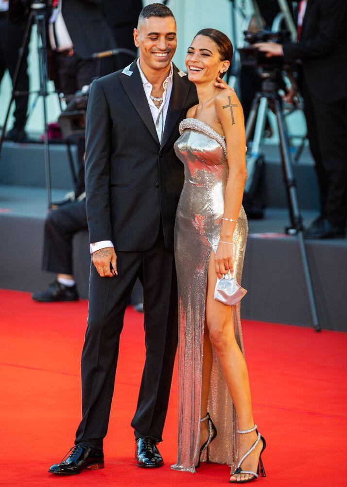 Italský hudební producent a rapper Fabio Bartolo Rizzo (Marracash) spolu se svou manželkou Elodie.