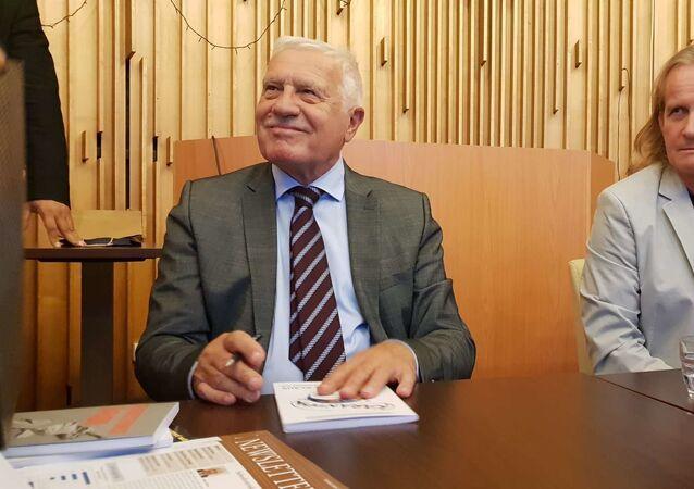 Bývalý prezident Václav Klaus a člen hnutí Trikolóra Petr Štěpánek