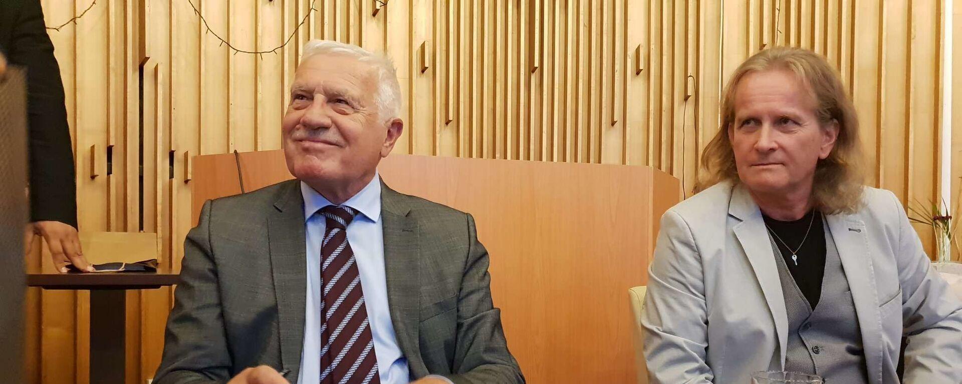 Bývalý prezident Václav Klaus a člen hnutí Trikolóra Petr Štěpánek - Sputnik Česká republika, 1920, 03.05.2021
