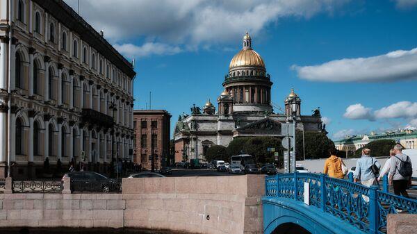 Синий мост через реку Мойку в Санкт-Петербурге - Sputnik Česká republika