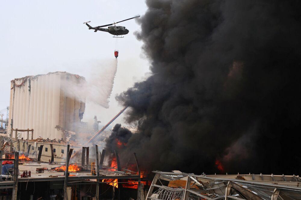 Černá obloha a štiplavý kouř: Bejrút se opět ocitl ve spárech ohně