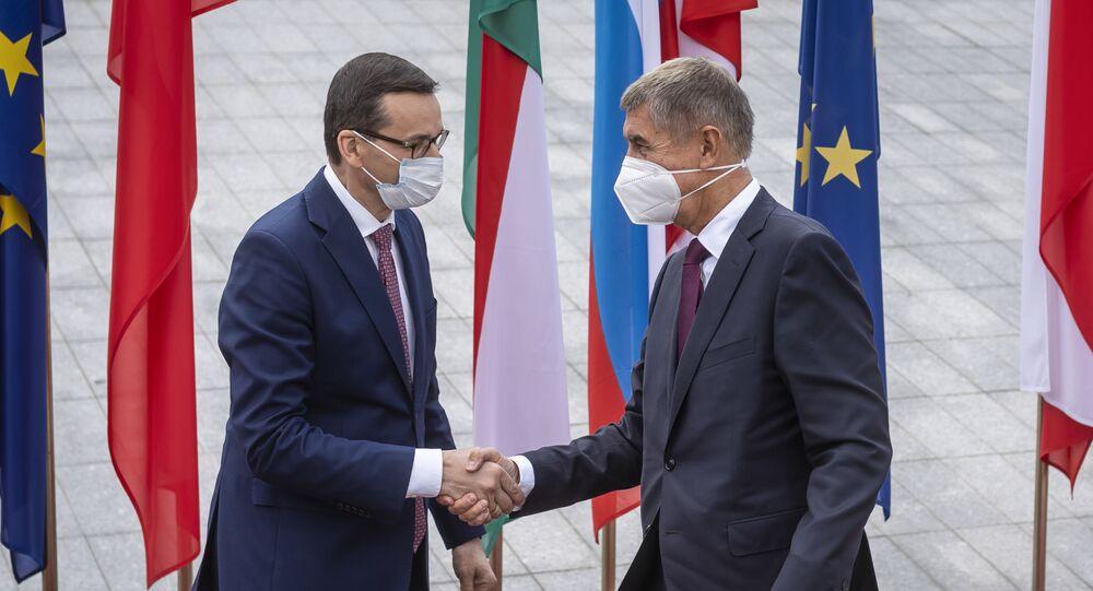 Polský premiér Mateusz Morawiecki spolu s českým předsedou vlády Andrejem Babišem na summitu V4 v Lublinu (11. 9. 2020)