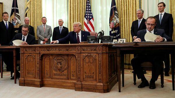 Podepsaní dohody Srbska a Kosovo za prostřednictvím USA - Sputnik Česká republika
