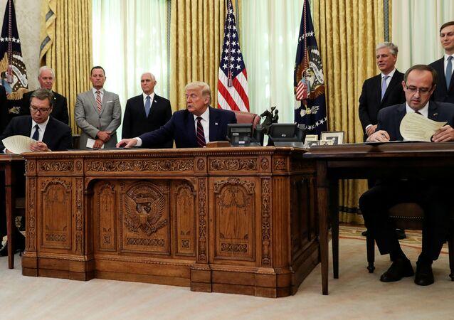 Podepsaní dohody Srbska a Kosovo za prostřednictvím USA