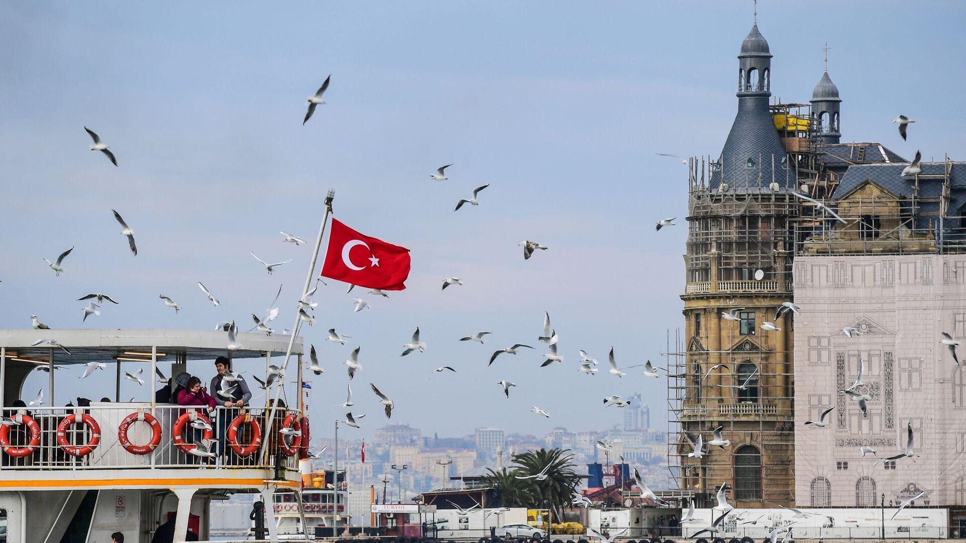 Turecká vlajka v Istanbulu - Sputnik Česká republika, 1920, 27.07.2021