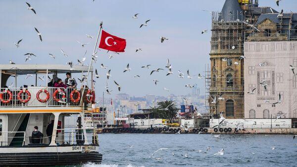 Turecká vlajka v Istanbulu - Sputnik Česká republika