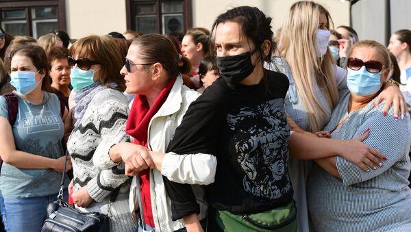 Účastnice tzv. ženského pochodu v Minsku (12.09.2020) - Sputnik Česká republika