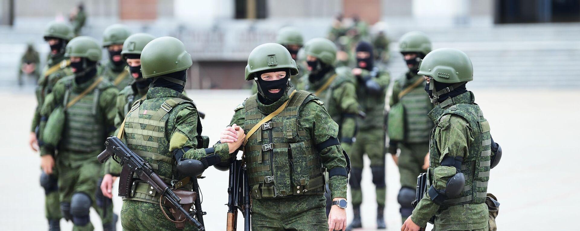 Pořádkové síly v Minsku během nelegálních demonstrací proti Lukašenkovi - Sputnik Česká republika, 1920, 23.06.2021