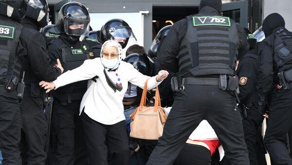 Policie zasahuje proti účastníkům nepovolené protestní akce. Minsk, Bělorusko (13.09.2020) - Sputnik Česká republika
