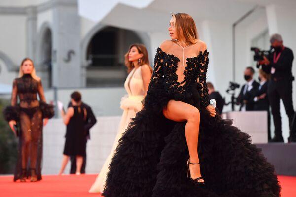 Italská modelka Elisa De Panicisová na červeném koberci 77. filmového festivalu v Benátkách - Sputnik Česká republika