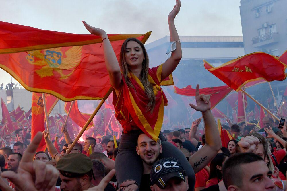 Demonstranti po parlamentních volbách v Podgorici v Černé Hoře