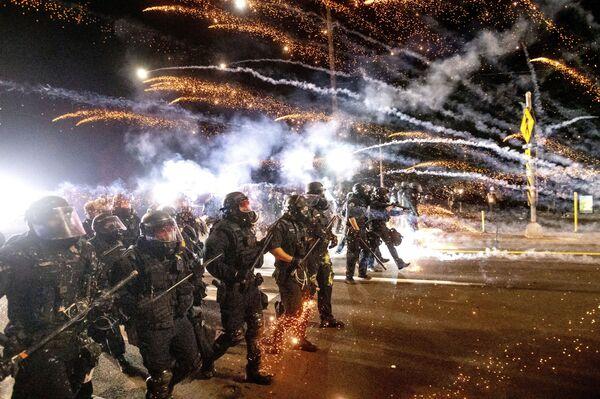 Policie rozehnala demonstranty při demonstraci v Portlandu - Sputnik Česká republika