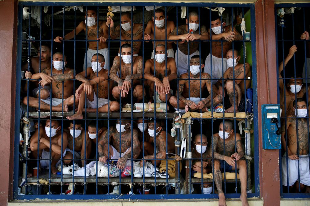 Členové gangu v cele Věznice Quezaltepeque v Salvadoru