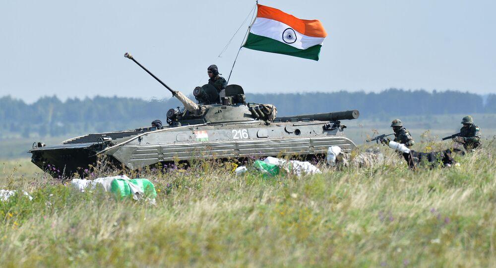 Indičtí vojáci během cvičení v Rusku