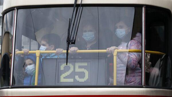 Lidé v pražské tramvaji. Ilustrační foto - Sputnik Česká republika