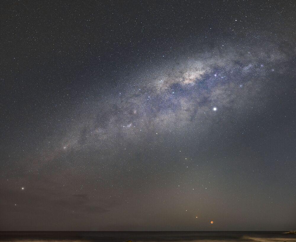 Snímek The Four Planets and the Moon 11-leté francouzské fotografky Alice Fock Hang, která získala první místo v kategorii YOUNG COMPETITION soutěže Insight Investment Astronomy Photographer of the Year 2020