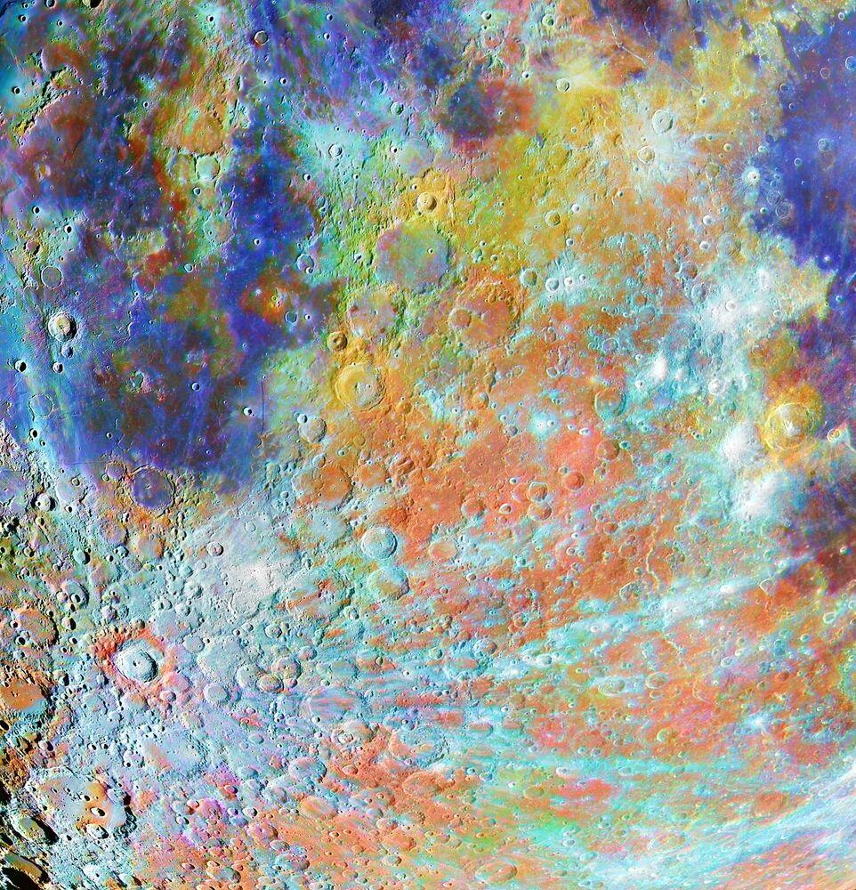 Snímek Tycho Crater Region with Colours francouzského fotografa Alaina Paillou, který získal první místo v kategorii OUR MOON soutěže Insight Investment Astronomy Photographer of the Year 2020