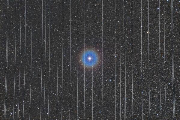Snímek The Prison of Technology maďarského fotografa Rafaela Schmalla, který získal první místo v kategorii PEOPLE AND SPACE soutěže Insight Investment Astronomy Photographer of the Year 2020 - Sputnik Česká republika