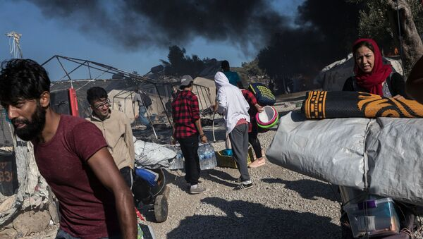 Migranti ve shořelém táboru Moria v Řecku - Sputnik Česká republika
