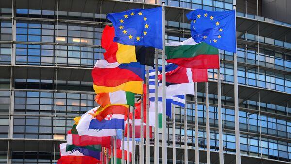 Vlajky členských zemí EU před budovou Rady Evropy v Štrasburku - Sputnik Česká republika