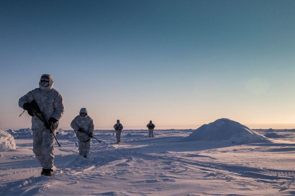 Cvičení čečenských speciálních sil poblíž severního pólu