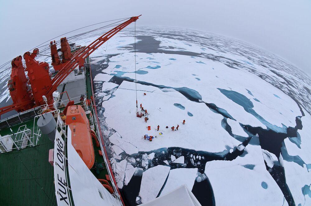 Arktický led z čínského ledoborce Xue Long