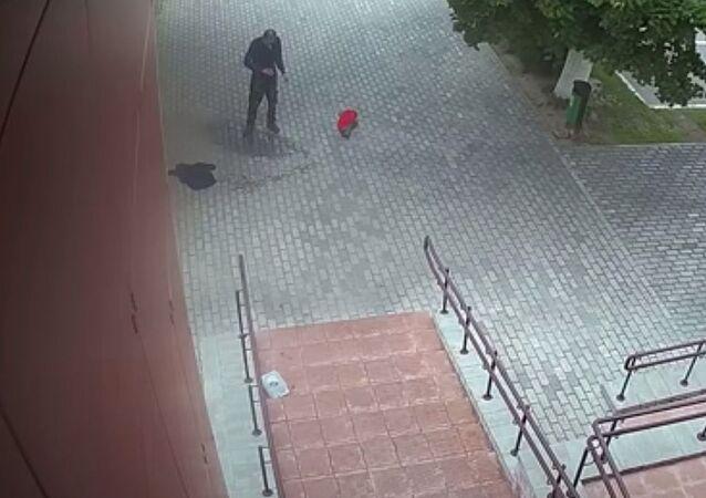 V Bělorusku se u policejní stanice zapálil muž