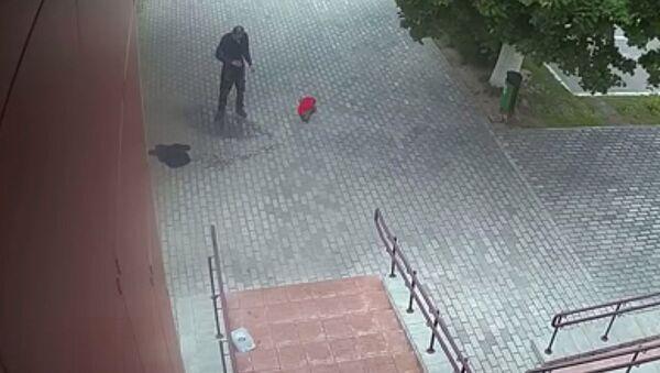 V Bělorusku se u policejní stanice zapálil muž - Sputnik Česká republika