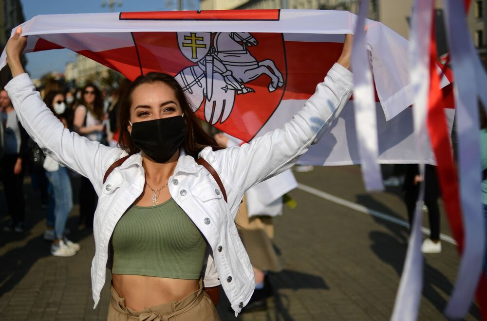 Účastnice protestní akce v Minsku