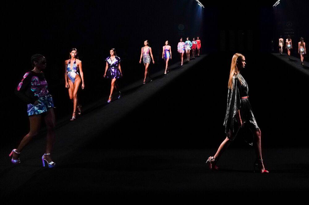 Modelky během týdne módy Mercedes Benz v Madridu
