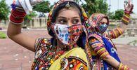 Tanečnice během zkoušky před festivalem Navratri v Indii