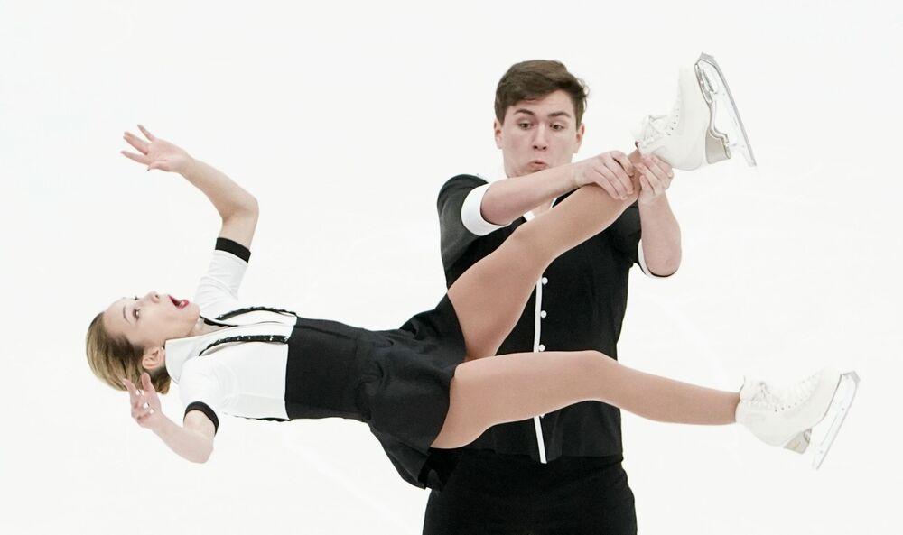Krasobruslařský pár Daria Pavljučenková a Denis Chodykin během zkoušky ruského týmu v Moskvě
