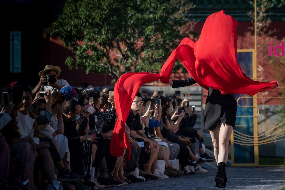 Modelka během pekingského týdne módy