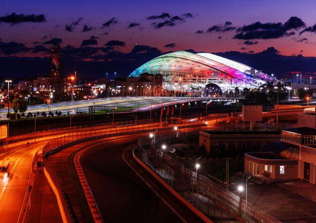 Okruh Formule 1 a stadion Fišt v Olympijském parku v Soči