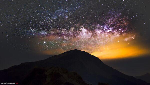 Mléčná dráha nad horou Hehuan ve středním Tchajwanu - Sputnik Česká republika