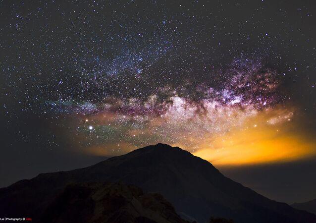 Mléčná dráha nad horou Hehuan ve středním Tchajwanu