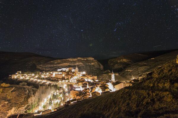 Hvězdné nebe nad městem Albarracín ve Španělsku - Sputnik Česká republika