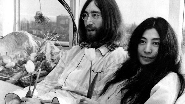 John Lennon a Yoko Ono - Sputnik Česká republika