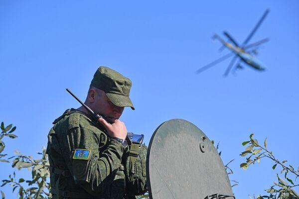 Voják během cvičení Slovanské bratrství 2020 - Sputnik Česká republika