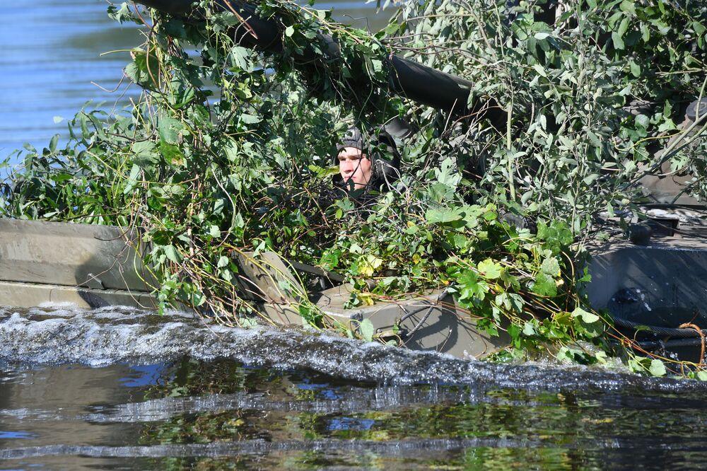 Voják během cvičení Slovanské bratrství 2020
