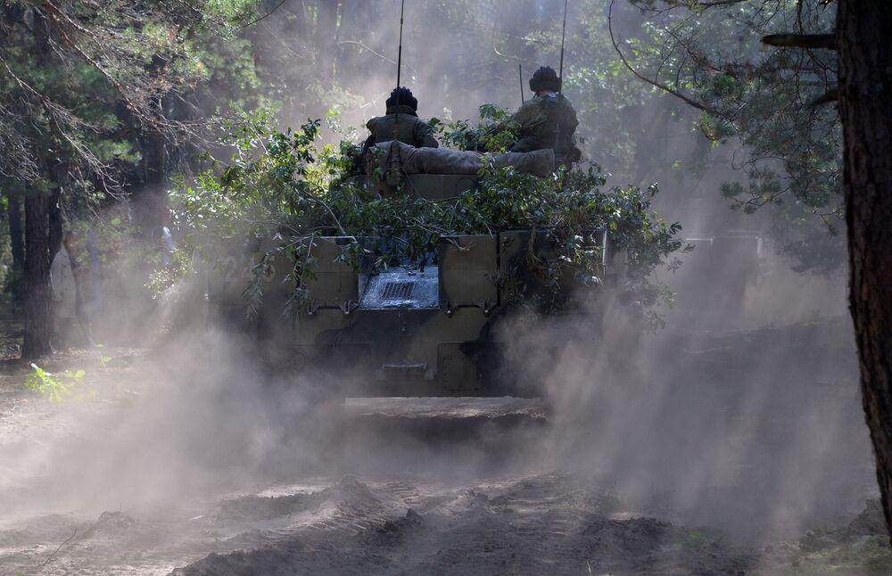 Bojové vozidlo BMD-4 Ozbrojených sil Ruské federace během cvičení Slovanské bratrství 2020