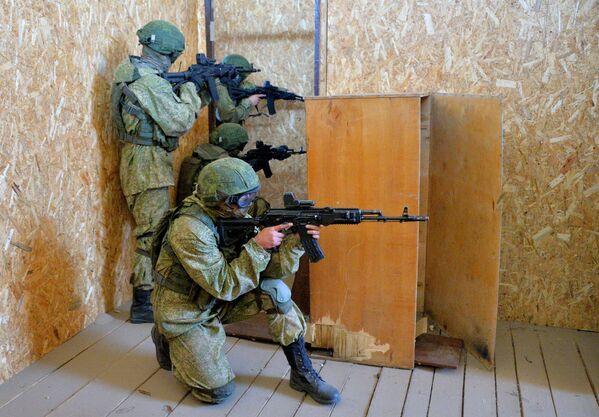 Vojáci během cvičení Slovanské bratrství 2020 - Sputnik Česká republika