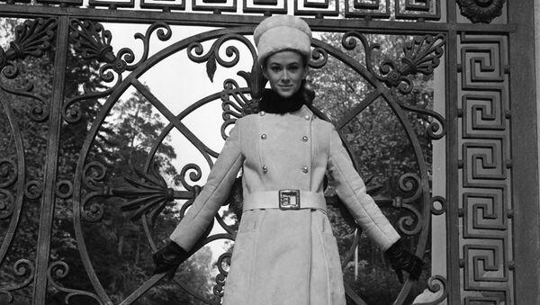 Modelka Moskevského domu modelů v šatech kolekce podzim-zima 1968 - Sputnik Česká republika