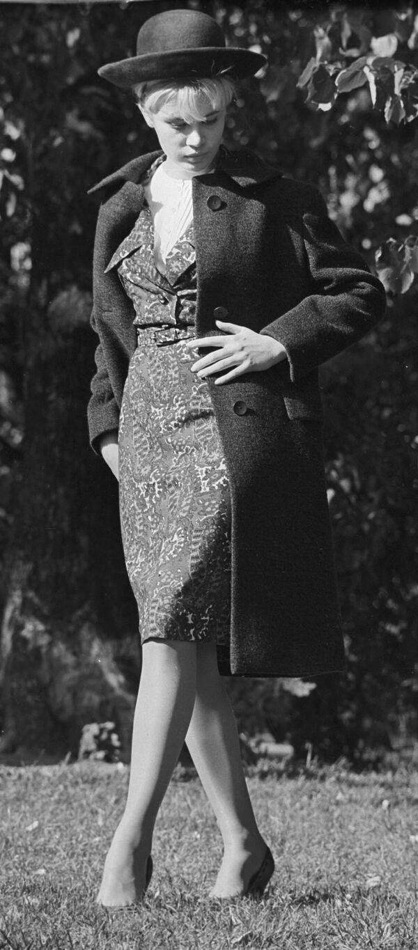 Modelka Moskevského domu modelů v šatech kolekce podzim-zima 1964 - Sputnik Česká republika