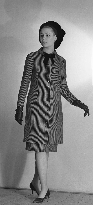 Modelka Celosvazového domu modelů v outfitu z kolekce podzim-zima 1965 - Sputnik Česká republika