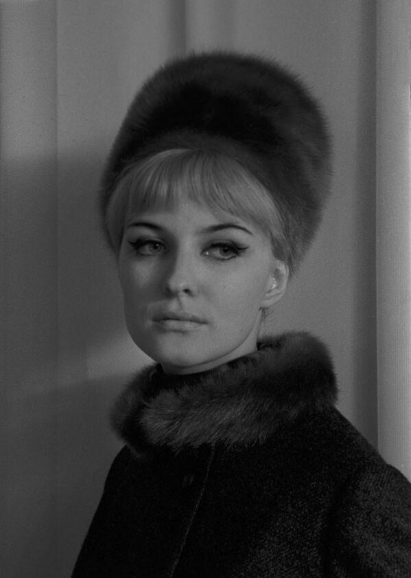 Dívka během přehlídky kolekce podzim-zima 1965 - Sputnik Česká republika