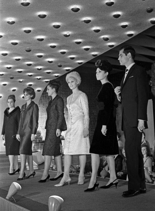Účastníci Moskevského mezinárodního módního kongresu v Moskvě, 1964 - Sputnik Česká republika