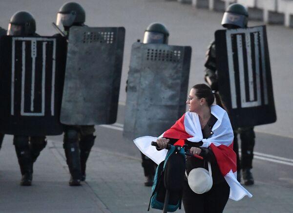Účastnice protestní akce v Minsku - Sputnik Česká republika