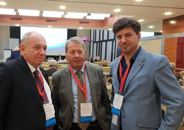 Benjamin Szakal (MGIMO), bývalý chargé d'affaires v Libyi Miroslav Belica (MGIMO), Vladimír Franta (reportér Sputniku ČR)